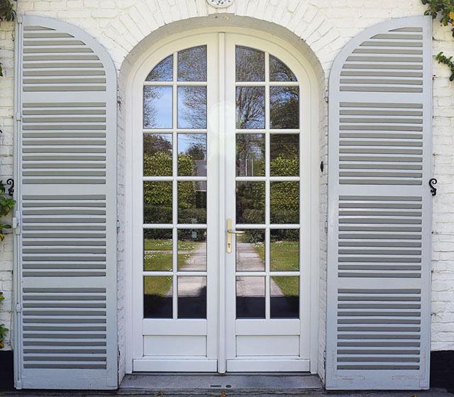 La grandeur des détails pour la fenêtre bois