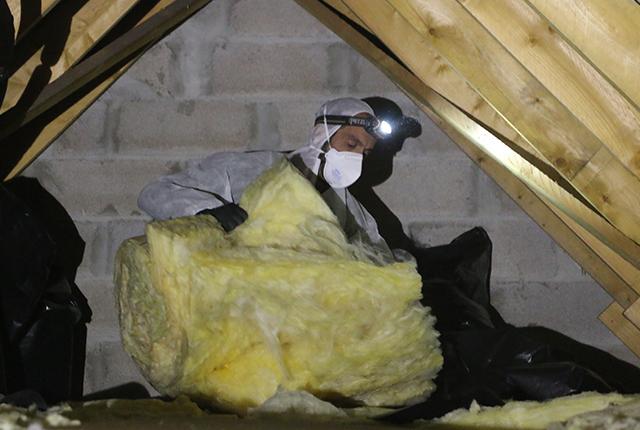 isolation de combles perdus en ouate de cellulose en vid o. Black Bedroom Furniture Sets. Home Design Ideas