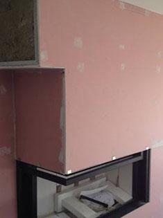 Pose d'un foyer fermé à bois MCZ, avec un angle gauche