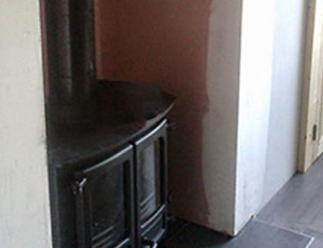 Installation d'un poêle à bois Charnwood dans une maison de Rouen