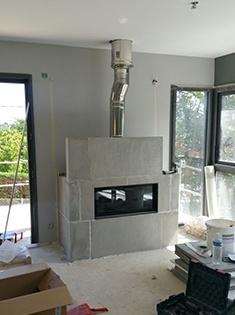 Création d'une cheminée à bûches dans une maison neuve à Saint-Didier-au-Mont-d'Or (69)