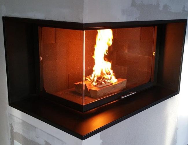 Création d'une cheminée à bois d'angle Totem à Saint-Genis-les-Ollières (69)