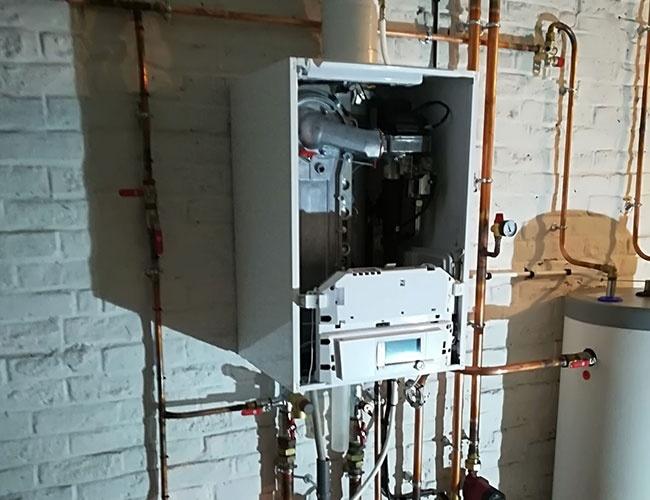 installation d 39 une chaudi re gaz condensation de dietrich lille. Black Bedroom Furniture Sets. Home Design Ideas