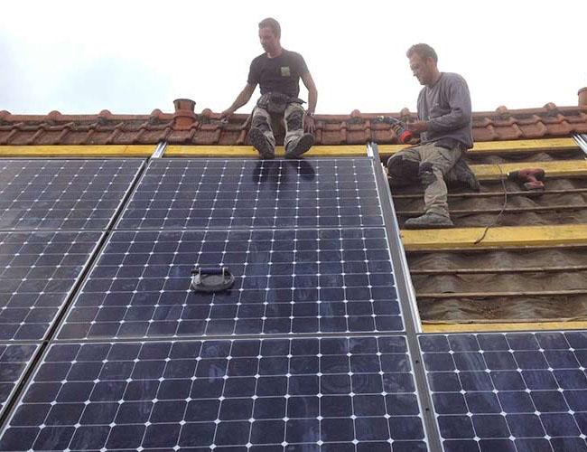 Pose de panneaux photovoltaïques dans le Nord