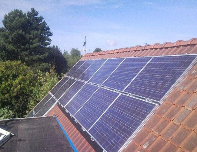 Installation de 16 panneaux solaires photovoltaïques