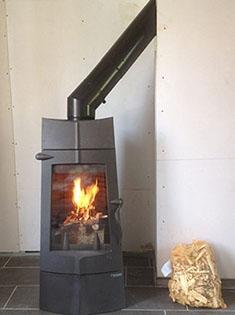 Installation d'un poêle bois Invicta Chamane dans le Pas de Calais