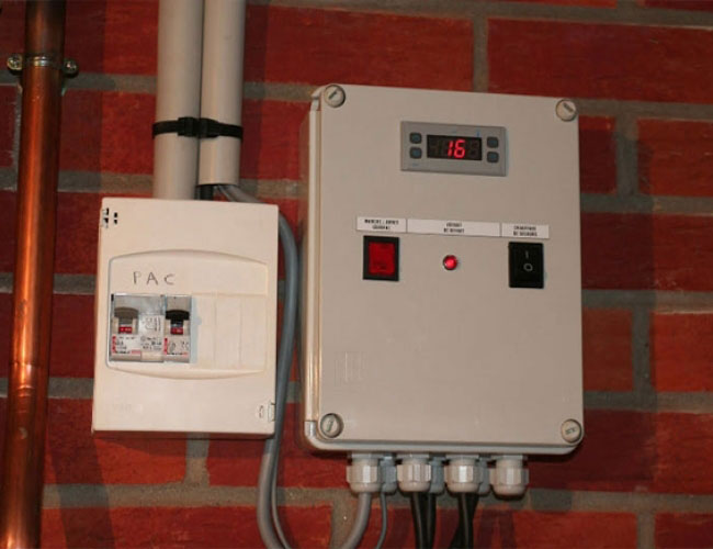 Pose d'une pompe à chaleur air/eau en relève gaz