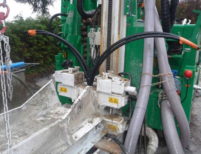 Pose d'une sonde pour pompe à chaleur en géothermie verticale