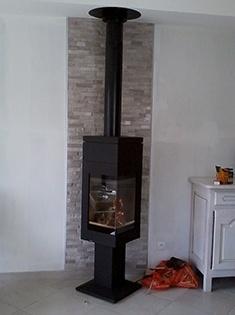 Installation d'un poêle à bois d'angle Nordpeis à Bonsecours (76)