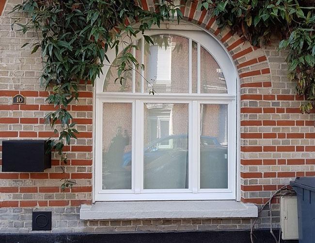 Rénovation d'une porte en bois et de fenêtres à Croix (59)