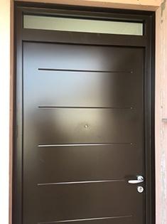 Rénovation d'une porte d'entrée acier Bel'M à Albigny-sur-Saône (59)