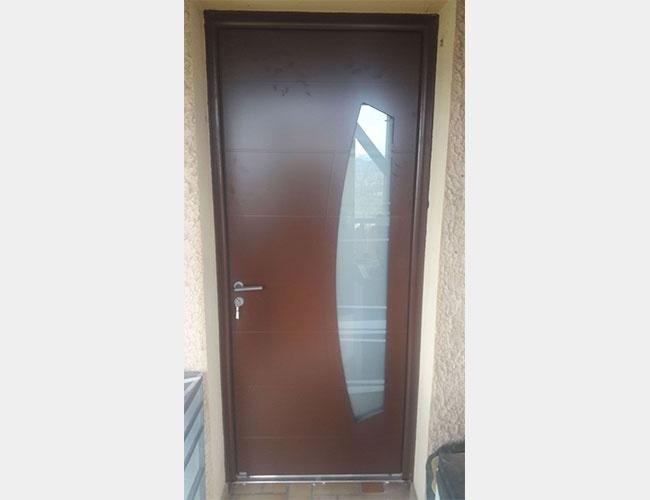 Rénovation d'une porte d'entrée en bois Bel'm à Légny (69)