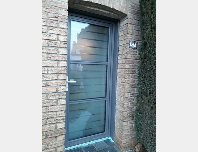 Rénovation d'une porte d'entrée et de fenêtres à Houplines (59)